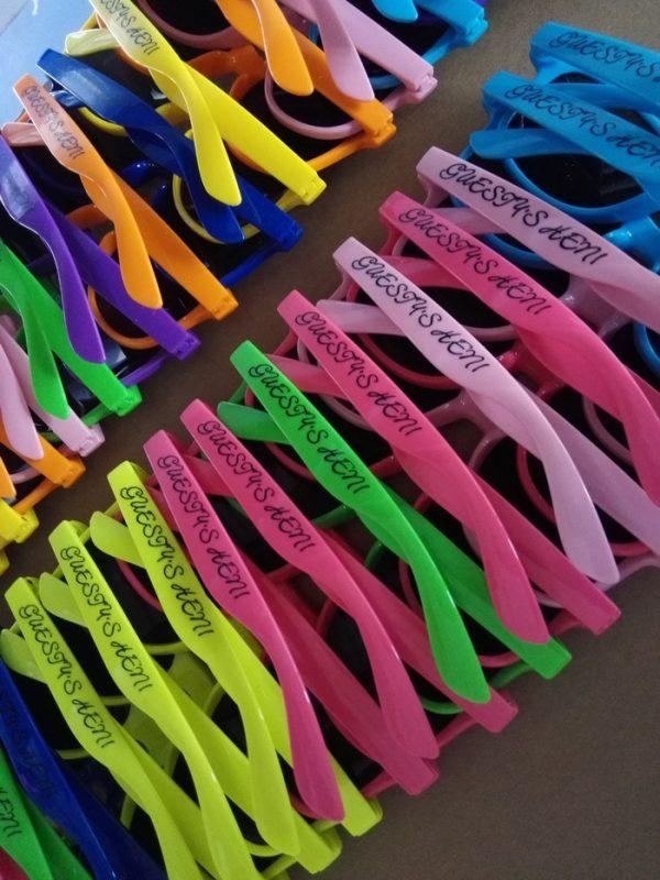 custom-cheap-colorful-wayferer-sunglasses-promotional-printing-sunglasses-wedding-table-gifts