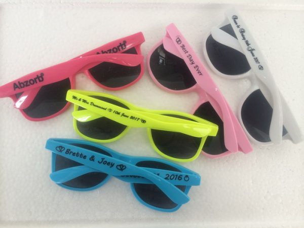 high-quality-sunglasses-summer-prom-favors-briller-wayferer-sunglasses-wedding-guest-gift-ideas-1