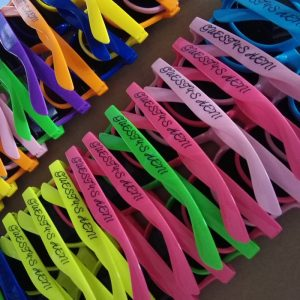 custom-cheap-colorful-wayferer-sunglasses-promotional-printing-sunglasses-wedding-table-gifts